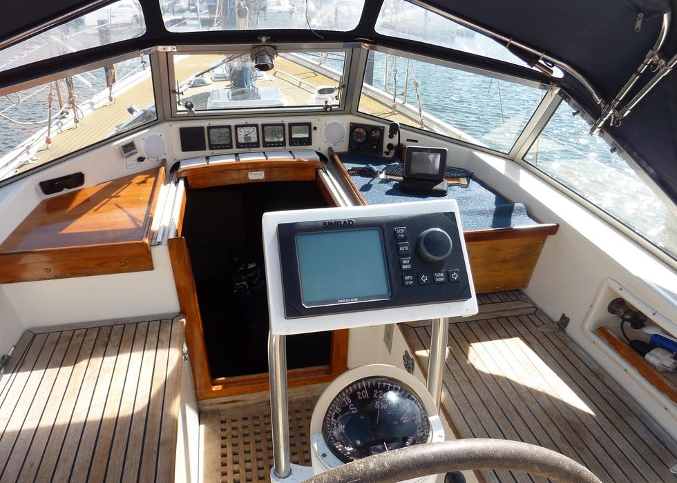 Hallberg rassy 38 te koop 69500 jachtmakelaar for Exterieur interieur
